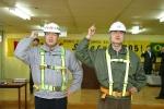 2월 28일 현대산업개발이 잠실 3단지 재건축 현장에서 안전특별캠페인인 ' SELF Safety 2005 ' 행사의 일환으로 노사대표가 결의문을 낭독하고 무재해 구호를 제창하는 모습입니다