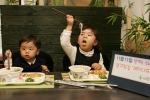 호아빈은 11월 11일 젓가락데이에 3세부터 늦게는 6세 사이의 어린이에게 젓가락 사용을 적극 권장하자는 취지로 어린이세트 20%할인 행사와 베트남 젓가락을 무료로 나눠줄 계획이다.