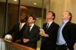 (왼쪽부터) 세계적 스프린트 영웅 마이클 존슨, 세바스찬 코 卿, EBS CEO 잭 제프리와 뉴질랜드 럭비 스타 숀 피츠패트릭이 'Bid the Dream' 프로젝트 발표회에 참여하고 있다.
