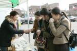 삼육대 교수부인회(회장 김인화)는 4~5일 교내 대강당 앞에서 수험생과 학부모에게 차와 음료를 제공하는 행사를 펼쳤다.