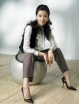 여성정장 브랜드 '프렐린'과 모델 계약을 맺은 이태란은 최근 논현동의 한 스튜디오에서 봄/여름 화보촬영에 나섰다.