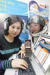 KTF 도우미가 도시락 홈페이지(www.dosirak.com)를 통해 한국최초 우주인에게 전달할 음악을 추천하고 있다