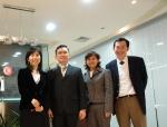 메디포스트 양윤선 대표(맨 왼쪽)가 태국 프로제닉社 찻차이 스리분딧 대표(Chatchai Sribundit, 왼쪽에서 두 번째)와 제대혈 줄기세포 수출 및 공동 연구를 위한 양해각서 (MOU) 체결 후 포즈를 취하고 있다.