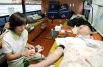 14일 서울 잠실 KTF 본사에서 열린 <2008 헌혈 캠페인>에서 KTF 임직원 및 협력사 직원들이 헌혈하고 있다