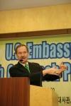 미 국무부의 지역영어외교관인 마이클 E. 러더 (Michael E. Rudder) 박사