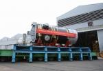 중국으로 수출하는 우리나라의 원자로. 두산중공업은 중국 절강성에 위치한 친산(Qinshan) 원자력발전소 2단계 3호기에 들어갈 600MW급 가압경수로형 원자로 제작을 마치고 창원공장 사내부두를 통해 출하했다고 9일 밝혔다. 국산 원자로를 해외에 수출한 것은 이번이 처음이다.