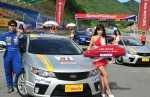 기아자동차㈜는 21일 태백 레이싱파크에서 열린 '2009 스피드 페스티벌'에서 「포르테 쿱」을 전시하고 경주용으로 개조한 「포르테 쿱」레이싱카를 카레이서들이 시승하는 행사를 마련했다.