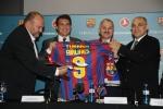 터키항공이 프리메라 리가의 명문 축구구단인 'FC 바르셀로나'를 3년간 공식후원 하게 된다. FC 바르셀로나 후안 올리버 (Joan Oliver) 이사, 후안 라포르타(Joan Laporta) 회장이 터키항공 테멜 코틸 (Temel Kotil) CEO , 터키항공 이사회  메흐멧 뷰육엑시 씨 (Mehmet Buyukeksi) (왼쪽부터) 와 함께 18일 (현지시각) 바르셀로나에서  'FC 바르셀로나'와 공식후원 협약을 체결하고 기념촬영을 하고