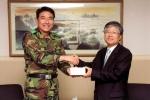 현대중공업 조준제 상무(사진 오른쪽)와 김한선 제 53사단장(사진 왼쪽).