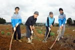 3월 14일(일) 울산 동구 주전동 주말농장에서 현대중공업 임직원 가족이 영농체험을 하며 즐거운 시간을 보내고 있다.
