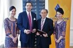 지난 12일, 후앙 쳉 엥 (Huang Cheng Eng) 싱가포르항공 마케팅 부사장 (우측)과 토머스 아라시 (Thomas Arasi) 마리나 베이 샌즈 사장 (좌측)이 양해각서 (MOU)를 체결했다.