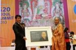 나노카보나 신일산 대표 선묵혜자 스님의 초상을 영원불변의 탄소판넬에 새기다