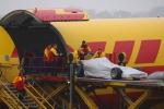 DHL 이 포뮬러원TM의 매우 중요한 물품 중 하나인 경주용 자동차를 기적하고 있다