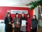 '올해의  레고교육센터(Center of the Year 2010)'를 차지한 군산 레고교육센터 허영단원장과 교사들