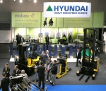 현대중공업이 독일 하노버에서 열린 「CeMAT 2011」에서 장비를 전시하고 있다.