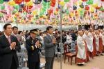 안희정 충남지사는 불기 2555년 부처님오신날을 맞아 예산 수덕사에서 열린 봉축 법요식에 참석했다