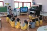 교육로봇 '키로'가 어린 친구들과 재미난 영어공부 수업 중 (사진제공: 로봇연구원)