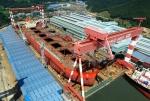 STX조선해양이 14일 진해조선해양기지에서 세계 최대 크기의 선박인 40만톤급 초대형 광석 운반선(VLOC)을 진수했다.