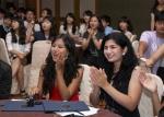 여성가족부와 한국청소년단체협의회가 7.27-8.10까지 서울 등에서 아시아24개국 300여 청소년이 참여한 2011 아시아 청소년 초청연수를 개최한 가운데, 9일 서울가든호텔에서 열린 폐막식에서 투르크메니스탄 참가자들이 환송공연을 보고 즐거워하고 있다. (사진제공: 한국청소년단체협의회)