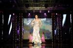 멋진 워킹을 보여주고 있는 대한민국 대표 모델 박둘선 (사진제공: 써니플랜)