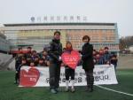캐주얼 부문 선두 브랜드 베이직하우스가 올해의 마지막이자 제 39회 후원학교로 서울 광장 초등학교를 선정하고 축구부 유니폼 등 300여 만원 상당의 축구 용품을 전달했다.
