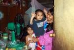 필리핀 빈곤가정 선풍기 지원 (사진제공: 월드쉐어)