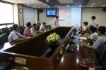 김석환 박사가 기획행정직원들을 대상으로 자신의 저서 '열정과 야망의 전기이야기'를 기초로 전기와 전력 분야 기본 원리 등에 대해 소개하고 있다. (사진제공: 한국전기연구원)
