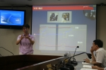 김석환 박사가 전기연구원 내부직원들을 대상으로 플레밍의 오른손의 법칙에 대해 설명하고 있다. (사진제공: 한국전기연구원)