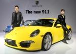포르쉐가 17일 서울 용산구 한남동 그랜드하얏트호텔에서 스포츠카 911 카레라와 카레라 S를 공개하고 국내 정식 출시했다.
