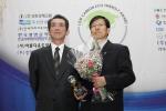 한국생명공학연구원 한·중사막화방지생명공학공동연구센터는 2월 9일(목) 오전 11시 서울 프레스센터에서 개최된 제2회 저탄소 친환경 대상 시상식에서 '국회 환경노동위원장 대상'을 수상했다.