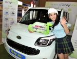 기아자동차는 15일부터 17일까지 킨텍스(KINTEX, 경기도 고양시 일산구 소재)에서 열리는 '2012 세계 에너지절약 엑스포'에 국내 최초 양산형 전기차로 개발한 '레이 전기차(레이 EV)'를 전시한다.