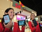 27일 스페인 바르셀로나에서 개막하는 모바일월드콩그레스(MWC)2012에서 SK텔레콤 모델이 RCS, 하이브리드 네트워크(이종 무선망 묶음 기술) 등 새로운 서비스와 기술을 선보이고 있다. (사진제공: SK텔레콤)