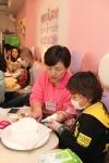 Doho와 함께하는 달콤한 케이크 만들기 (사진제공=한국백혈병어린이재단) (사진제공: 한국백혈병어린이재단)