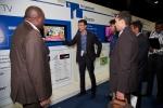 지난 22일부터 25일까지 남아프리카공화국 케이프타운에서 열린 '삼성전자 아프리카 포럼'에서 삼성전자 직원이 고객들에게 아프리카 특화제품인 '서지 세이프 플러스 TV'에 대해 설명하고 있다. (사진제공: 삼성전자)