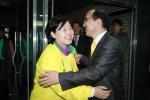 서울 중랑구 갑.을 지역의 서영교, 박홍근 당선자가 환한 웃음으로 서로를 축하하고 있다.
