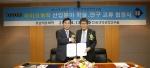 (왼쪽)호남석유화학 허수영 대표이사, (오른쪽)한국생명공학연구원 정혁 원장