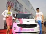 기아자동차는 레이를 앞세워 세계적인 패션 브랜드 H&M과 18일(수) H&M 압구정 매장에서 아티스트, 유명인사, 오피니언 리더 등 500여 명을 초청해 기아차 레이와 H&M의 콜라보레이션 컬렉션 출시 기념 행사를 가졌다.