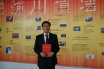 중국하나은행 유제봉 은행장이 27일 오후 3시( 현지시간) 북경  은행업감독관리위원회(은감회)  3층 강당에서 2011년도 전국 중소기업 금융서비스 우수 금융상품상을 받고 기념촬영을 하고 있는 모습