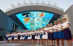 여수엑스포 도우미들이 유니폼을 입고, 관람객 맞이 예행연습에 한창이다.