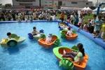 삼성 디지털시티(수원 소재)에서 열린 '2012 가족초청 사랑가득 봄나들이'의 '워터파크'에서 아이들이 즐겁게 물놀이를 하고 있다. (사진제공: 삼성전자)