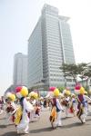 삼성 디지털시티(수원 소재)에서 열린 '2012 가족초청 사랑가득 봄나들이'에서 전통 사물놀이가 펼쳐졌다. (사진제공: 삼성전자)