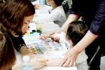 건국대병원은 어린이날을 맞아 4일 오후 서울 광진구 능동로 건국대병원 지하1층 피아노라운지에서 '건강한 날개에 꿈을 싣고'라는 주제로 입원중인 어린이 환자들의 건강을 기원하고 위로하는 행사를 개최했다. (사진제공: 건국대학교)