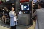 KT와 (주)엠지오퍼레이션이 런칭한 올레 바이크세이프가 코엑스 World IT Show에서 야심차게 선보인 M2M 단말기로 압도적인 관심을 끌었다. (사진제공: 엠지오퍼레이션)