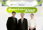 왼쪽부터 Palain社의 Project Manager Ricky W. K. Sun, 디엔컴퍼니社 글로벌개발팀장 김홍조, 디엔컴퍼니社 글로벌개발 퍼펙타 수출 매니져 최한솔