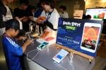 6월 3일 일본 사이타마 스타디움에서 열린 '2014 월드컵 아시아 지역 최종 예선'에서 모바일과 반도체 부문 공식 후원사인 삼성전자가 스타디움 내에 '삼성 갤럭시노트 스튜디오'를 마련하여 축구팬들이 갤럭시노트를 사용해 보고 있다. (사진제공: 삼성전자)