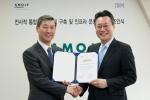 한국IBM IT 인프라 협약식_아모제산업(주) 신희호 대표(왼쪽)와 한국IBM GTS 김원종 대표(오른쪽)