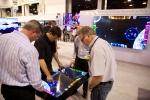 미국 라스베이거스에서 현지시간 13일부터 3일간 열리는 인포컴2012에서 삼성전자 부스를 방문한 관람객들이 '멀티 터치 테이블 디스플레이(SUR40)'를 사용해 보고 있다. (사진제공: 삼성전자)
