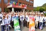 사진은 12일 현대•기아차 천안 정비연수원에서 '제6회 전세계 정비기술 경진대회(6th Kia Skill World Cup 2012)' 참가자들이 기념사진을 촬영하는 모습.
