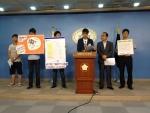 박홍근의원(민주통합당)과 KYC 20대파티 회원들이 계절학기 수업료 인하를 위한 기자회견을 하고 있다.