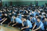설명회에서 사용설명을 주의깊게 듣고 있는 청구중학교학생들 (사진제공: 레드휘슬)